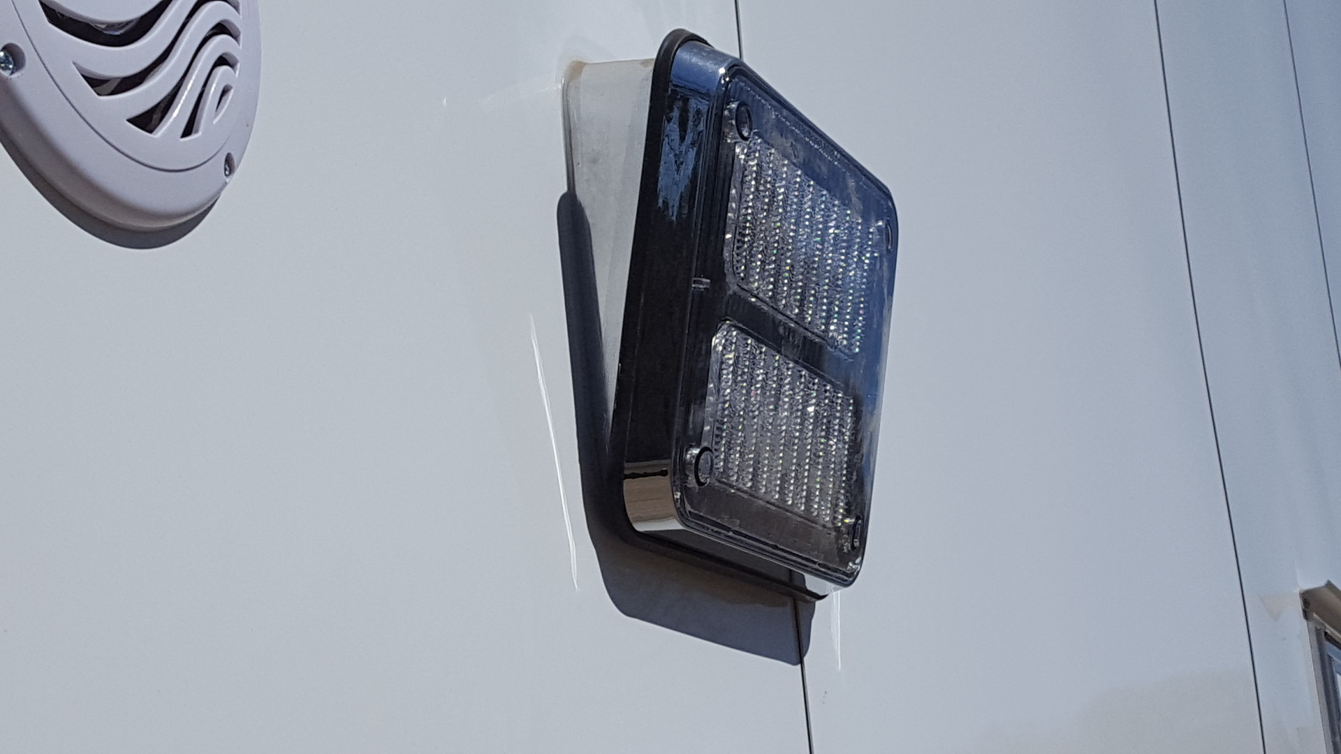 K90 Scene Light with Angled Bezel